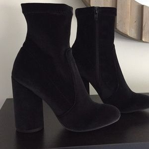 Espirit Royalty Black velvet boot size 7.5